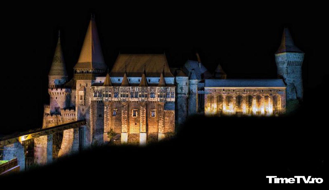 castelul-de-la-hunedoara-bantuit-fantome-domnite-cavaleri-zombi-dovleci