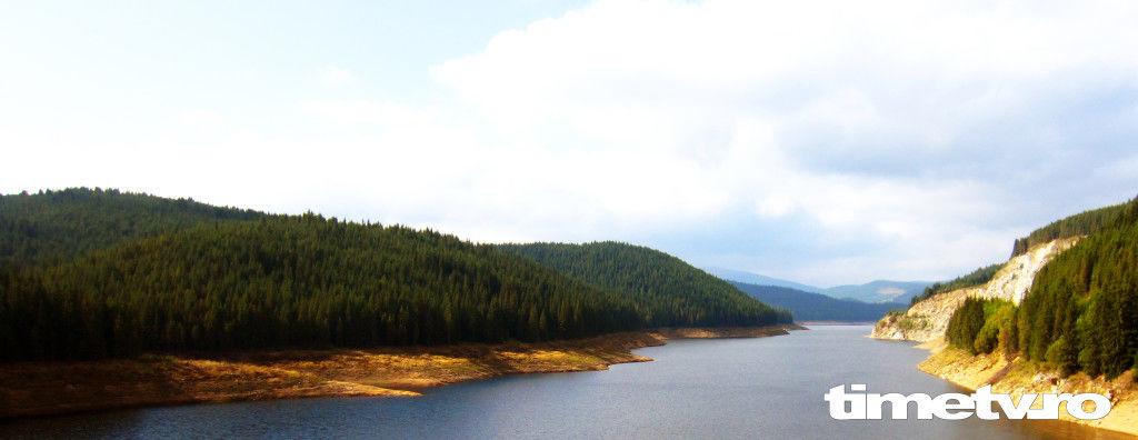 lac-de-acumulare-paduri-drumul-regelui-nori-cer