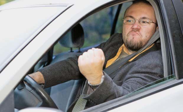 Tinerii-sunt-mai-agresivi-la-volan