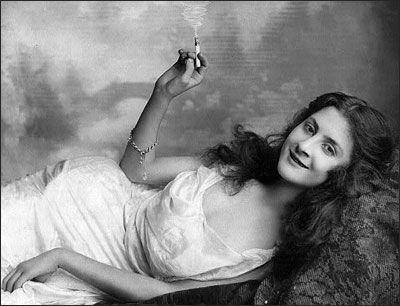 femei-fumatoare-ani-1900