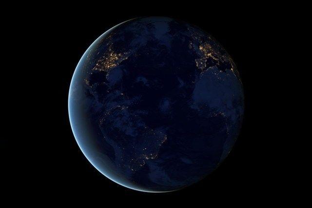 terra-vazuta-din-spatiu-noaptea