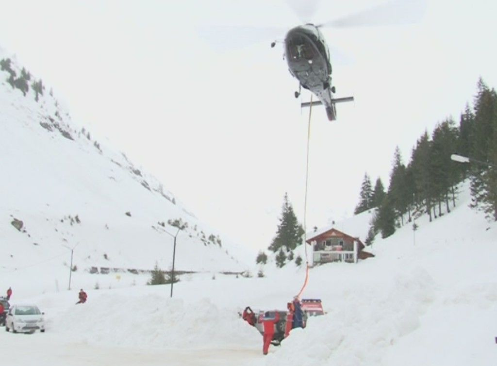 Avalanse provocate de elicopter