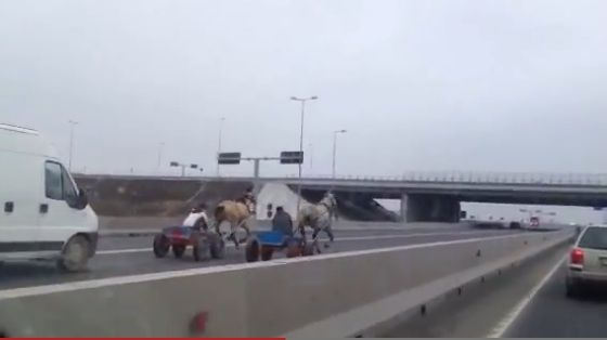 intrecere pe autostrada cu carute