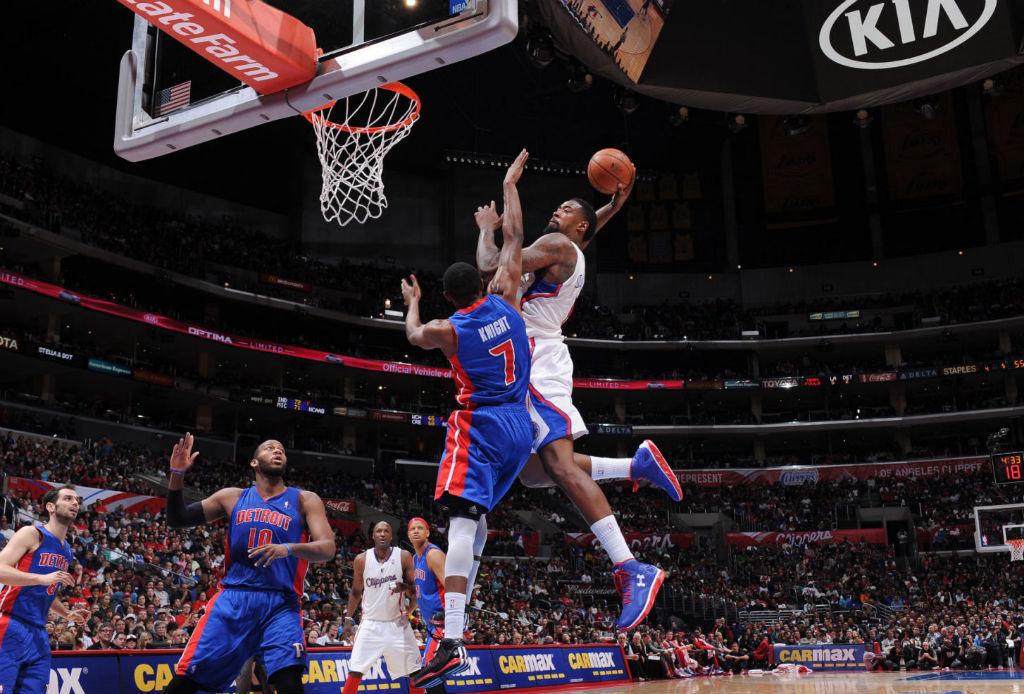 DeAndre Jordan slam dunk impotriva lui Brandon Knight Clippers Pistons