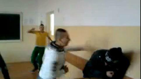 Elev-batut-violenta-in-calasa-la-scoala