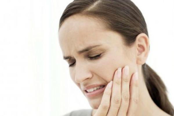 Leacuri-babesti-pentru-durerile-dentare-Ce-parere-au-stomatologii
