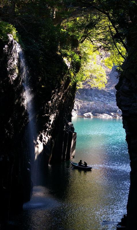 Crevasa-Takachiho-Japonia-timetv