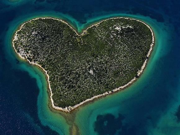 insula in frma de inima croatia-timetv