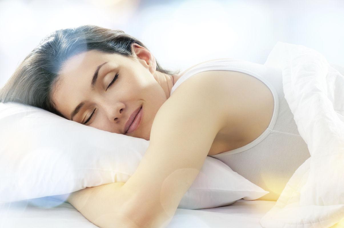 Cum-sa-ai-un-somn-odihnitor-in-noptile-caniculare-Vezi-sfaturi