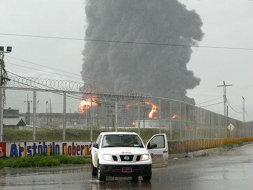 venezuela-incendiu-de-proportii-la-o-rafinarie-timetv.ro