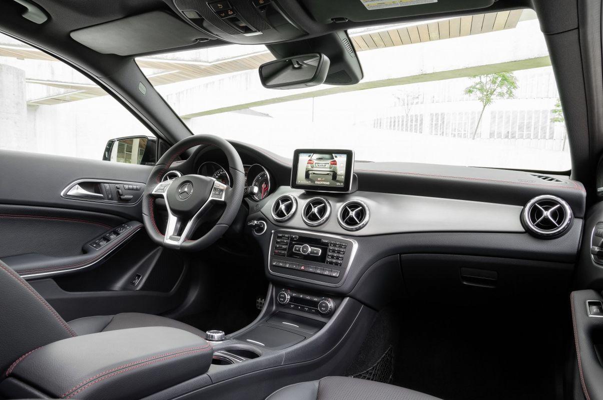 Mercedes GLA 10