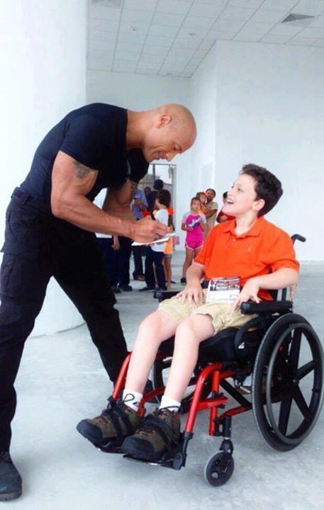 the-rock-autograf-copil-handicapat